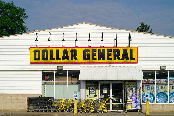Dollar General Store Saxonburg, Pennsylvania, USA May 29. 2011 One of the Dollar General Chain Stores.  Dollar General is a chain of discount variety stores located in areas too small for a Walmart. discount store stock pictures, royalty-free photos & images