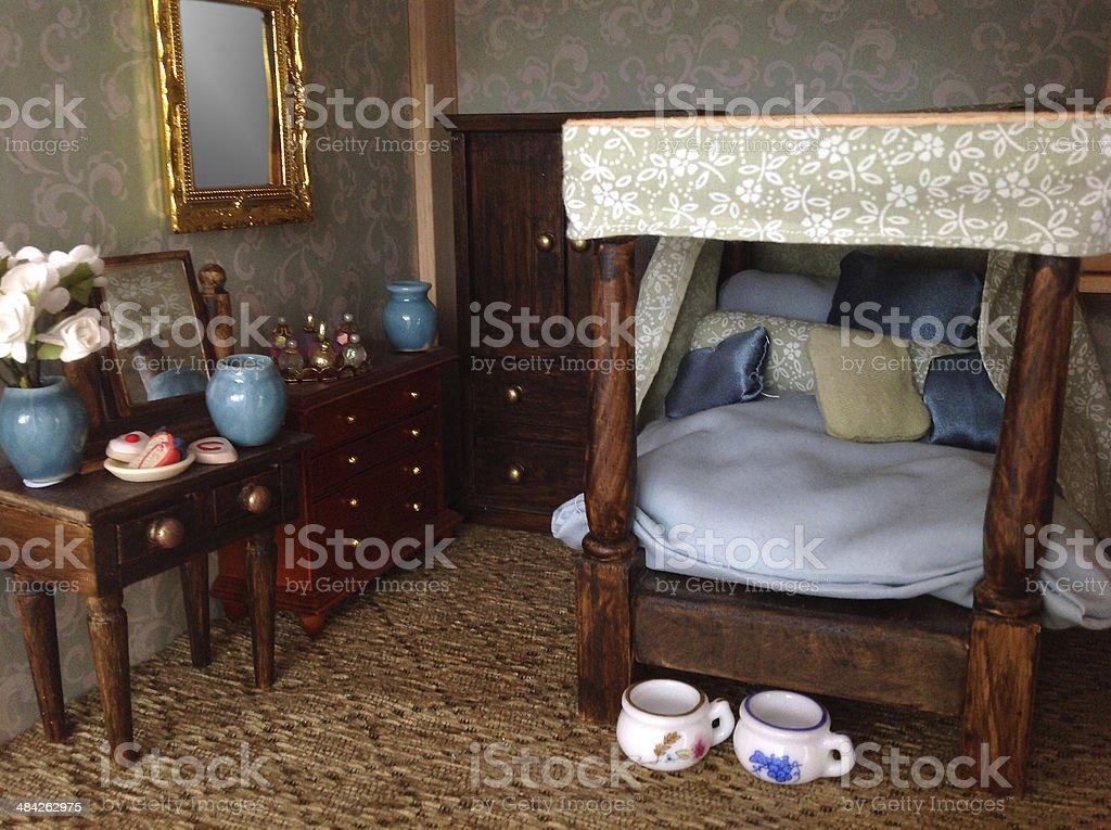 Camere Da Letto Con Letto A Baldacchino : Casa delle bambole immagine di una camera da letto con letto a