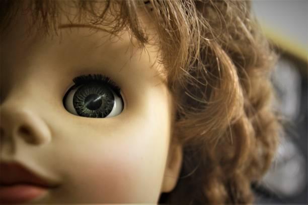 oculares de muñecas - muñeca bisque fotografías e imágenes de stock