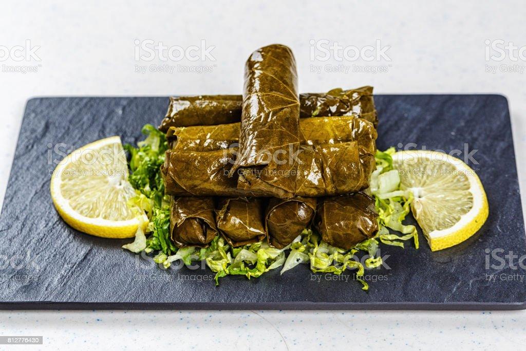 Dolma, gefüllte Weinblätter mit Reis und Fleisch – Foto