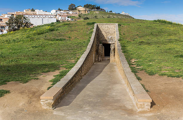 Dolmen de Viera The Dolmen de Viera is in the Spanish town of Antequera (Málaga). Exterior view of the tumulus, and the entrance to the dolmen. 3rd millennium BCE. portal dolmen stock pictures, royalty-free photos & images