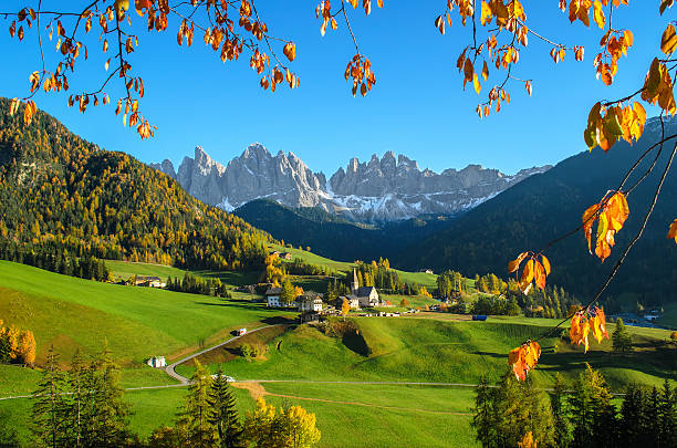 Dolomiten mountain village in den Herbst – Foto