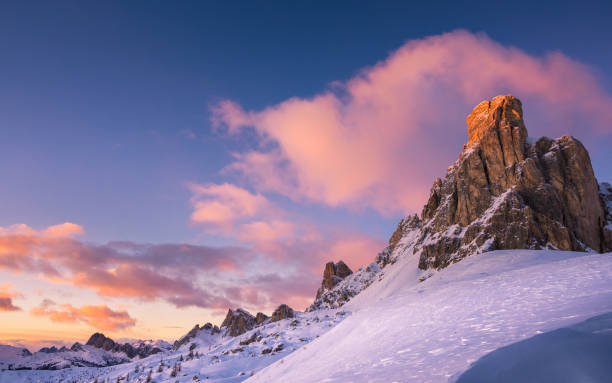dolomitischen winter harmonie - friaul julisch venetien stock-fotos und bilder