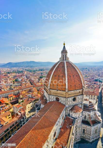 Dome of florence cathedral and the florence city in the background on picture id917188466?b=1&k=6&m=917188466&s=612x612&h=gzaaijfyed3zgiyzltgduvpaw4spx9ab tw1qlwlaxm=