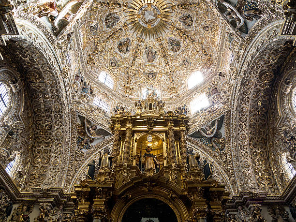 Dome of Santo Domingo church in Puebla, Mexico Baroque ornamentation in the Rosary Chapel of Santo Domingo church, Mexico. Famous for it's churrigueresque baroque style that shows indigenous influences. puebla state stock pictures, royalty-free photos & images