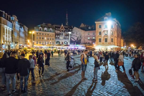 Domplatz in der Altstadt von Riga im Sommer, Riga, Lettland – Foto