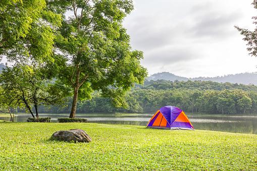 Kuppelzelt Camping Am See Stockfoto und mehr Bilder von Abenteuer