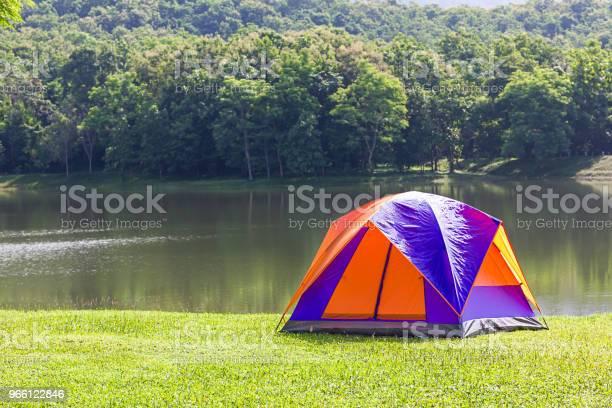 Dome Tält Camping Vid Sjön-foton och fler bilder på Baldakin - Byggnadskonstruktion