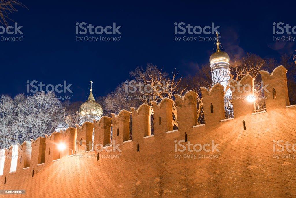 Kuppeln der Kathedrale der Verkündigung und der Erzengel-Michael-Kathedrale – Foto