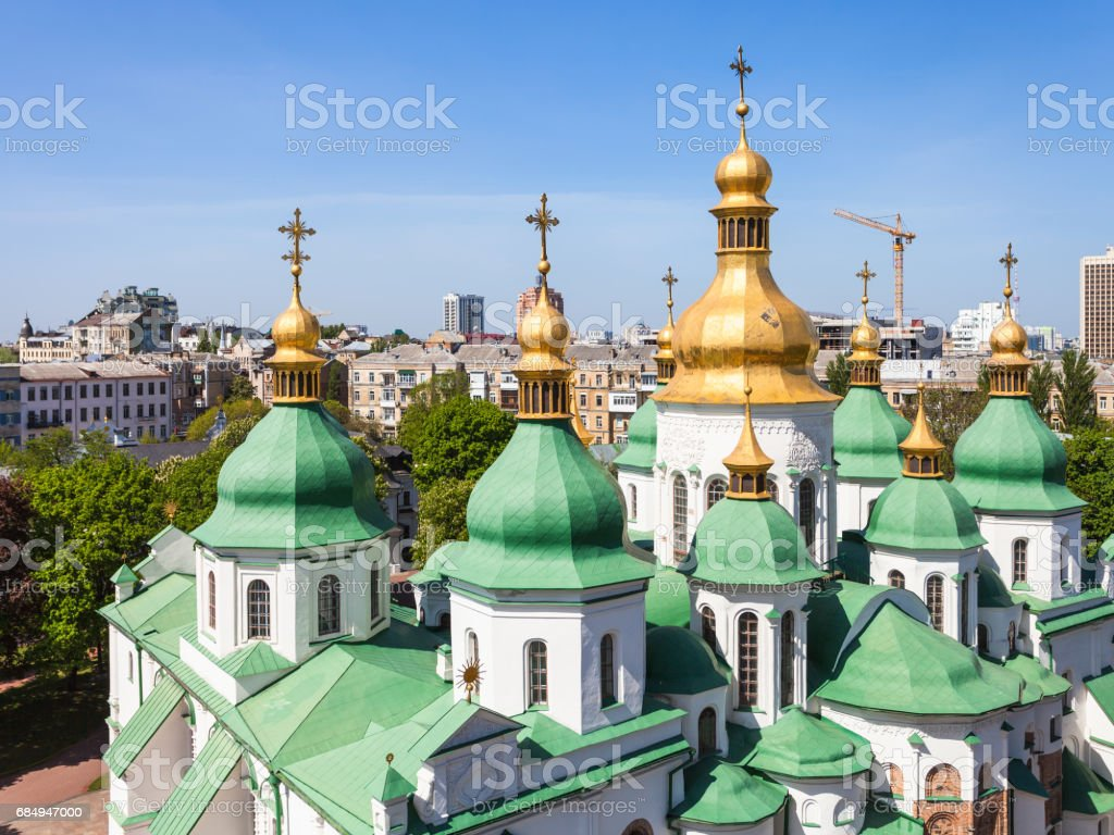 domes of Saint Sophia Cathedral and Kiev city Lizenzfreies stock-foto