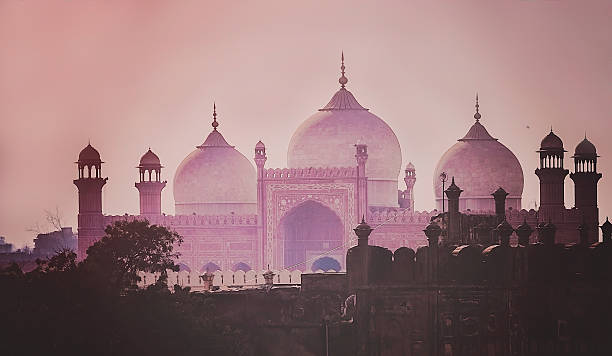 Domes of the The Badshahi Mosque Domes of the The Badshahi Mosque (Emperor Mosque ) built in 1673 by the Mughal Emperor Aurangzeb in Lahore, Pakistan lahore pakistan stock pictures, royalty-free photos & images