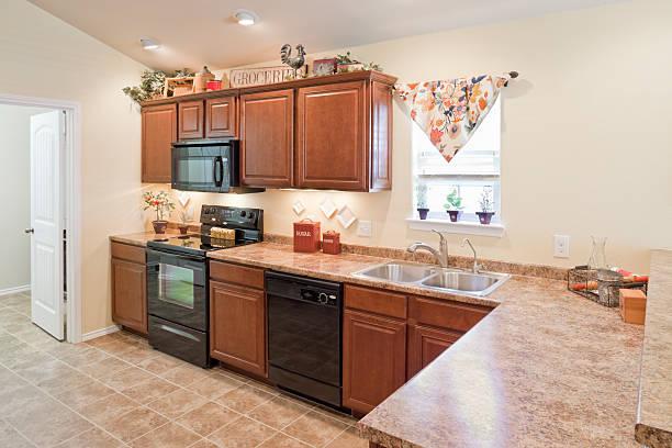 privatküche interior - laminatschränke stock-fotos und bilder