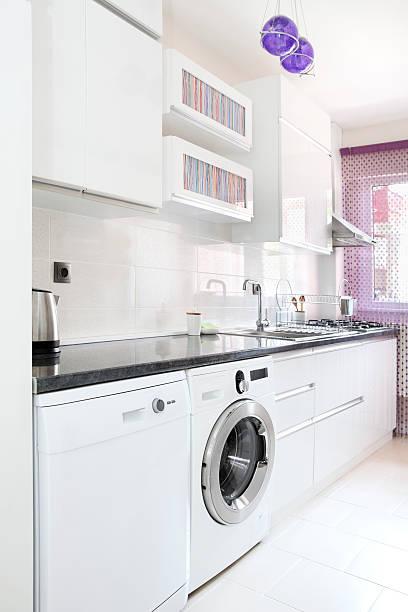 privatküche - küche deko lila stock-fotos und bilder