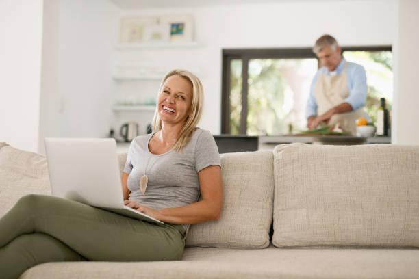 domestic life - sofabezüge stock-fotos und bilder