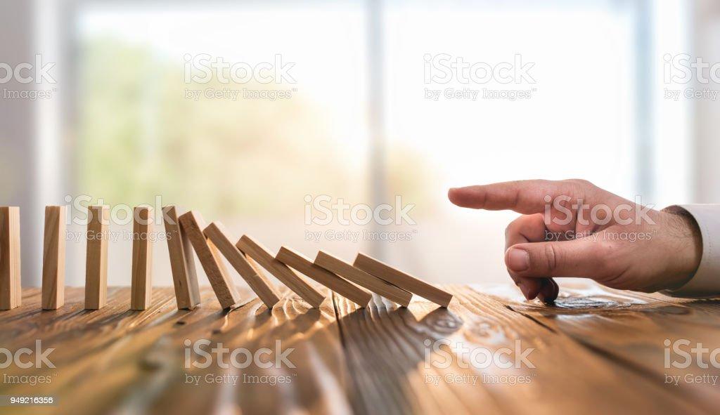 Domino-Effekt. Nur ab oder Auslösung Multi effektiven Geschäftsprozess – Foto