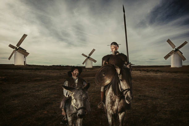 Don Quijote und Sancho Pansa Reiten durch Felder in La Mancha, Spanien – Foto