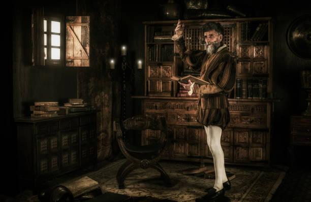 don quixote zijn geest verliezen tijdens het lezen van ridderlijkheid boeken - 18e eeuw stockfoto's en -beelden