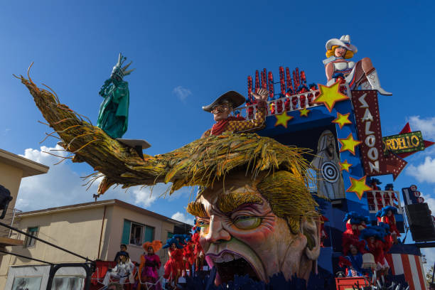 Donald Trump satire on allegorical wagon during Viareggio Carnival, Italy Donald Trump satire on allegorical wagon during Viareggio Carnival. Viareggio, Italy, March 2017 trump mask stock pictures, royalty-free photos & images