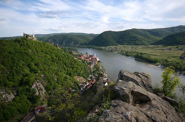 Donautallandschaft Wachau mit Ort und Ruine Dürnstein  ruine stock pictures, royalty-free photos & images