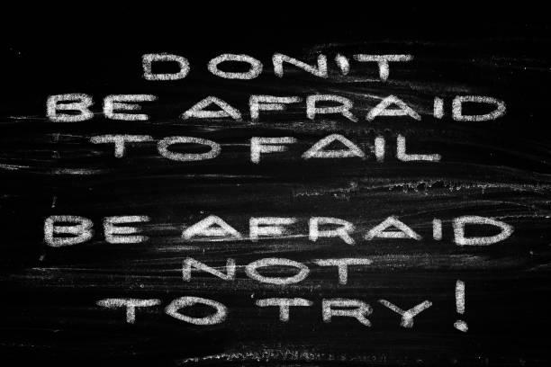 scheuen sie sich nicht zum scheitern verurteilt. scheuen sie sich nicht zu versuchen! - intelligente zitate stock-fotos und bilder