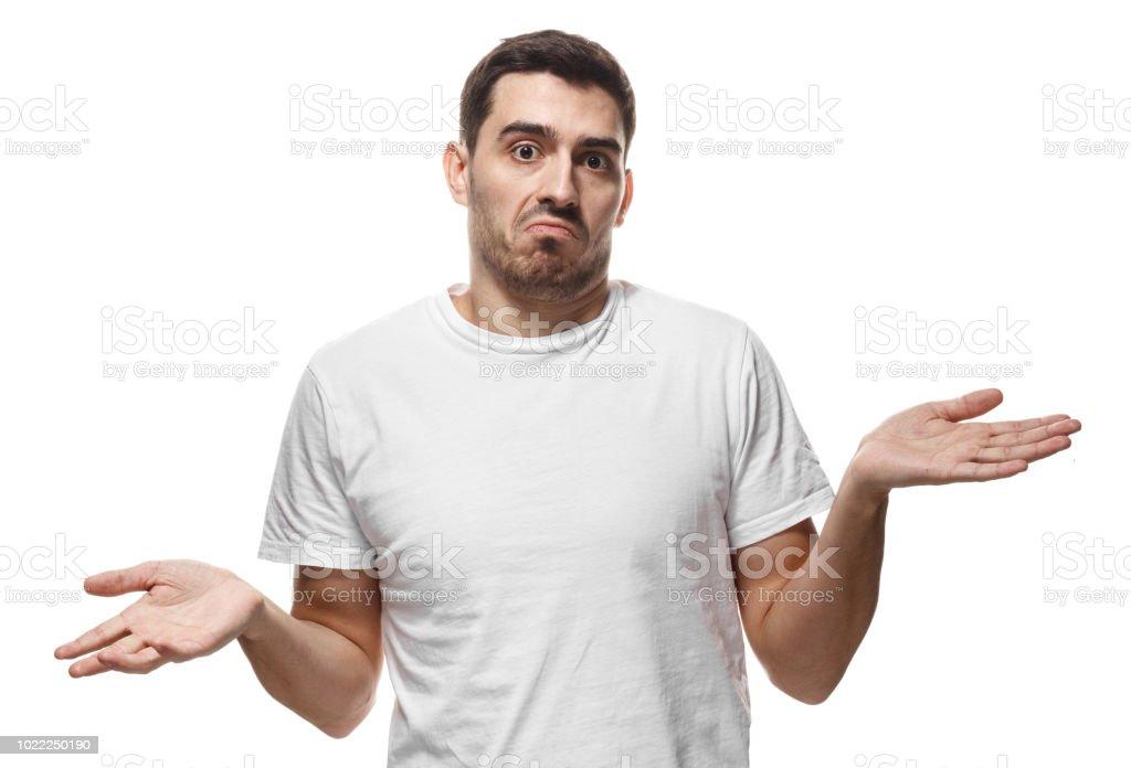 Bilmiyorum. Sanki o ne yapacağını bilmez genç adam, beyaz arka plan üzerinde izole çaresiz jest kol ve el, ağız ile gösterilen kavisli stok fotoğrafı