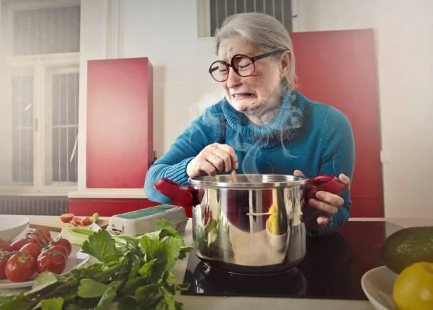 jag gillar inte denna lukt - food woman to smell bildbanksfoton och bilder