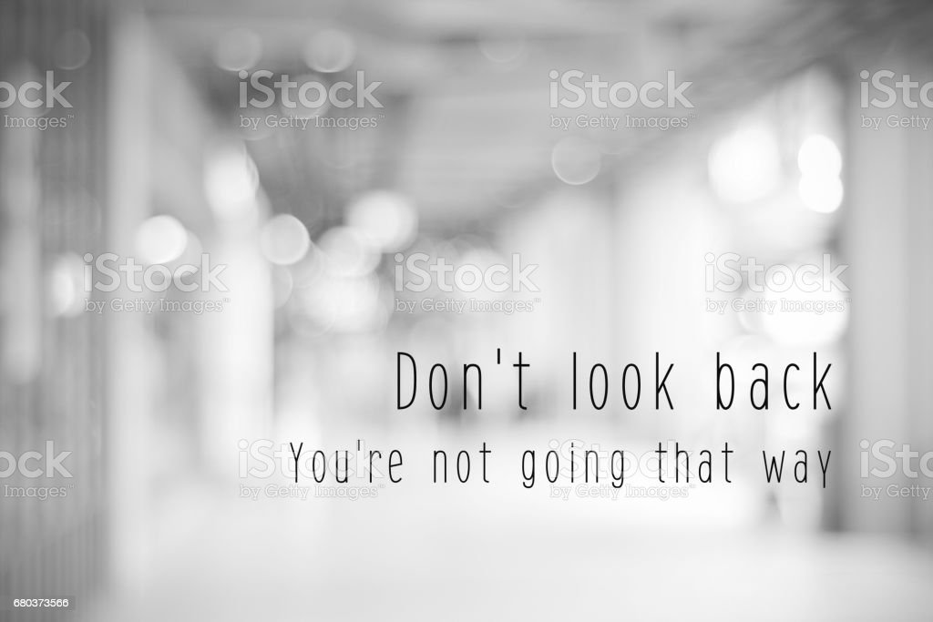 Don't look back, you're not going that way, life quotation on blur abstract black and white bokeh light background – Foto