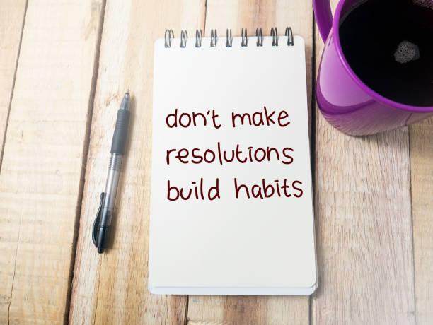 mach keine resolutionen bauen gewohnheiten, motivierende worte zitate konzept - motivationsfitness zitate stock-fotos und bilder