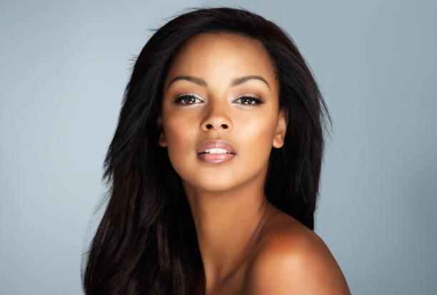 je ne vois aucune compétition - belle femme africaine photos et images de collection