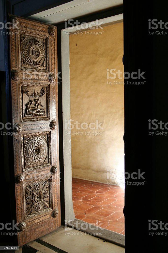 Door inside Certosa di Firenze Carthusian Monastery royaltyfri bildbanksbilder