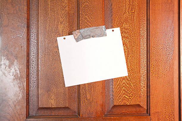 tür-nachricht - tafel schlafzimmer stock-fotos und bilder
