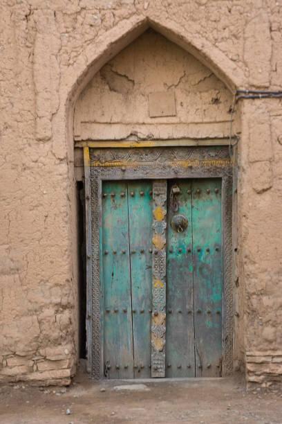 Tür von einem Lehmhaus Birkat Al Mouz – Foto