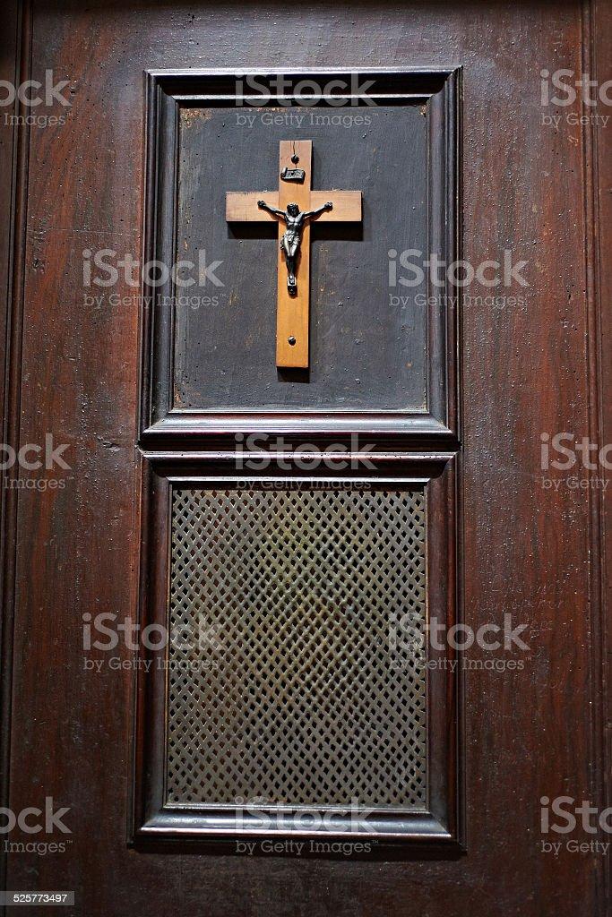 Tür des Zimmers in der Kirche für Geständnis – Foto