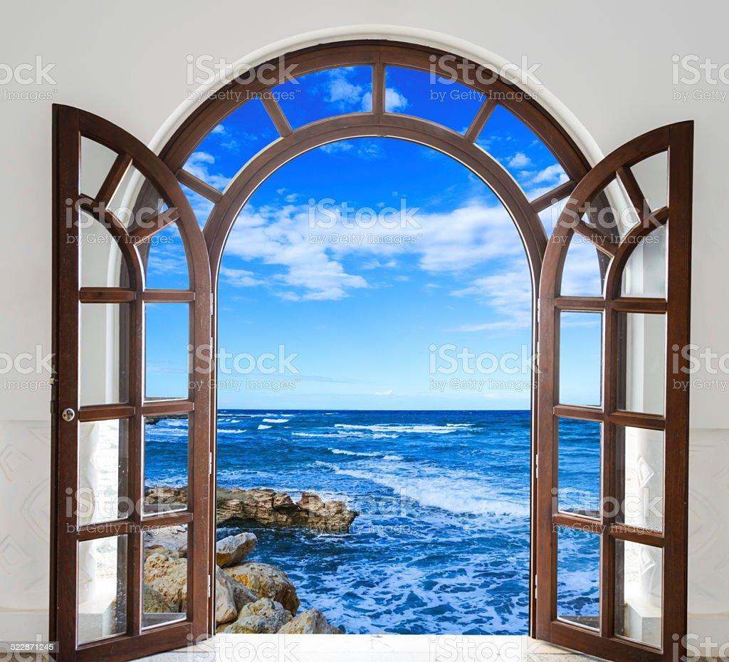 Puerta abierta al mar - Foto de stock de Aire libre libre de derechos