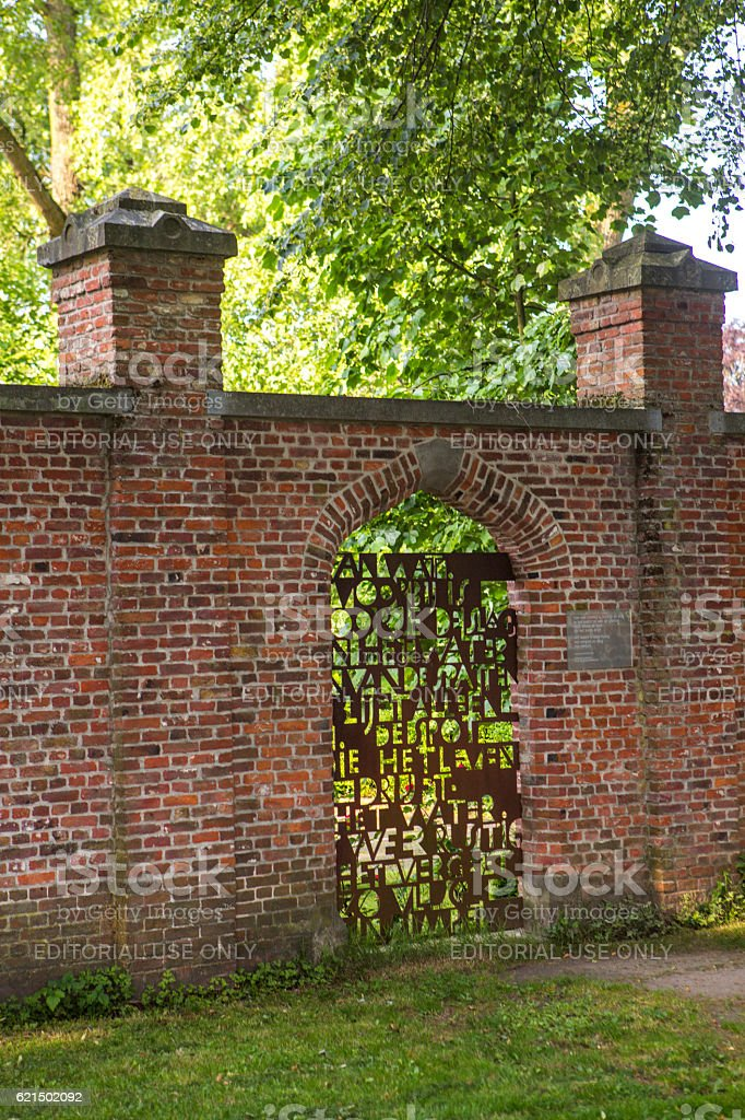 door with writing at baron ruzette park in brugge belgium foto stock royalty-free