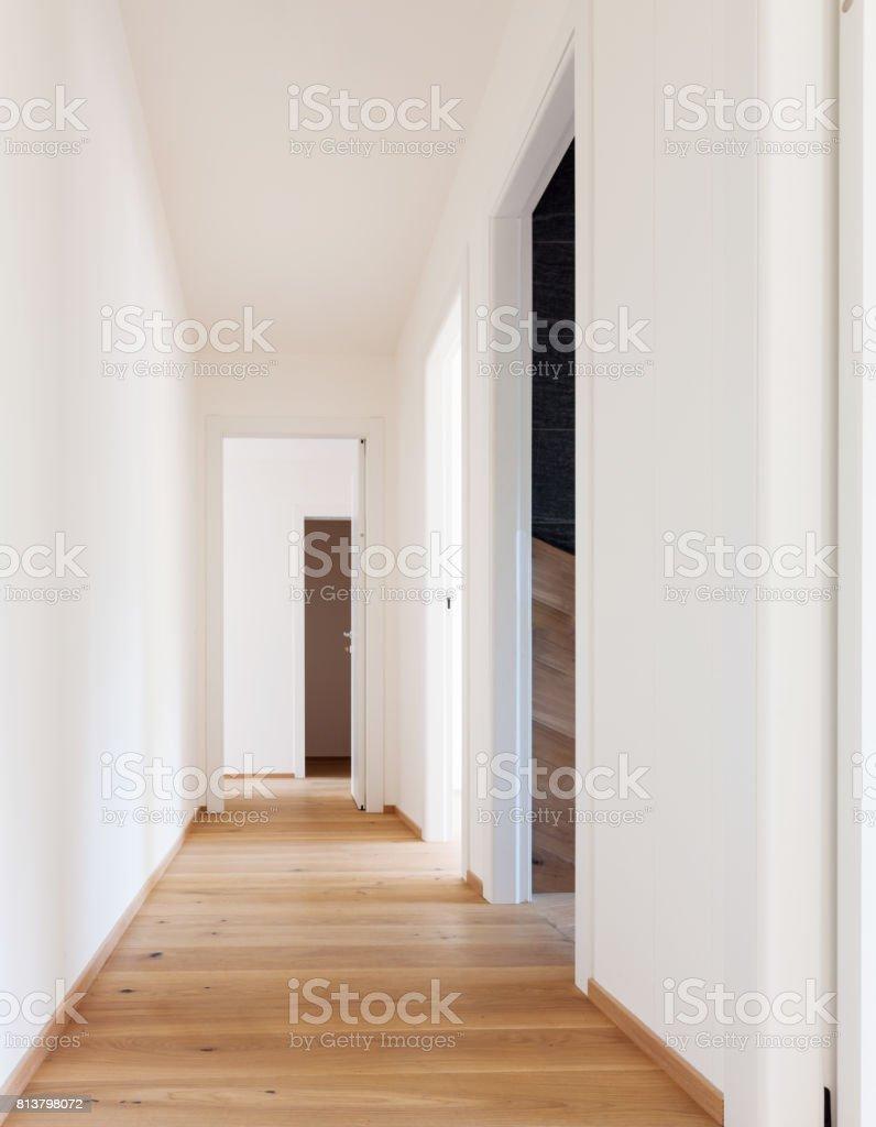 Offene Türen im Korridor – Foto