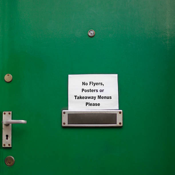tür zeichen, die keine menüs oder junk mail - briefhalter stock-fotos und bilder