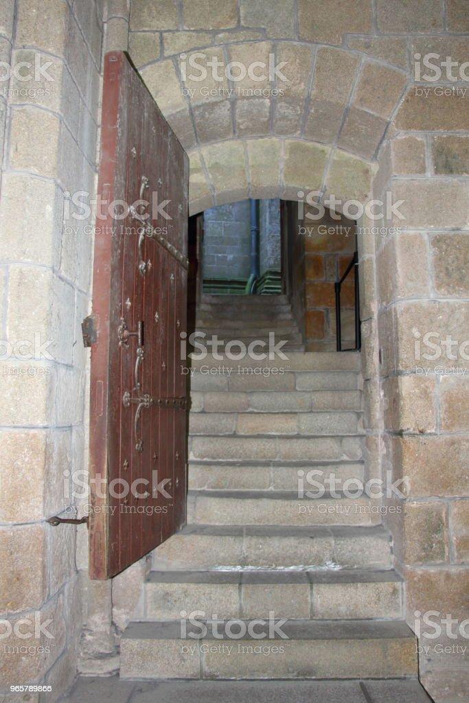 Doorway in Mont Saint-Michel - Стоковые фото Аббатство роялти-фри
