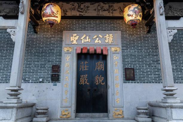 Doorway of Buddhist Temple – zdjęcie