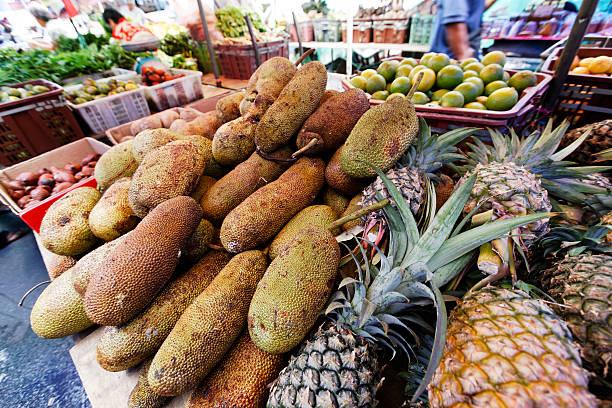 dorian fruits at kuching market - double_p stockfoto's en -beelden