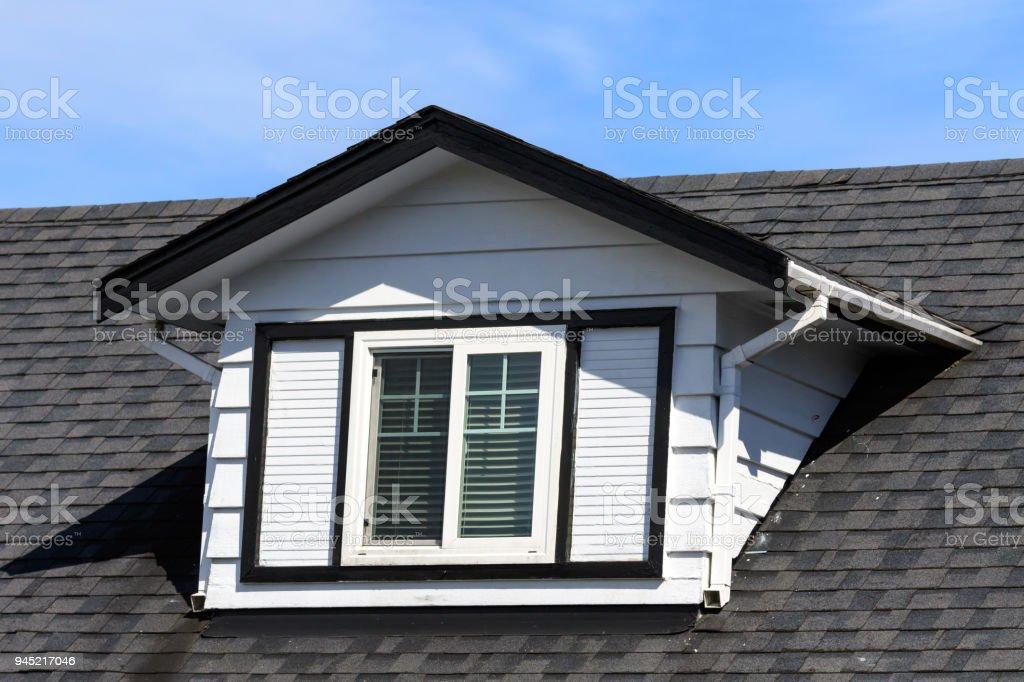 Photo libre de droit de Lucarne Sur Une Maison Canadienne ...