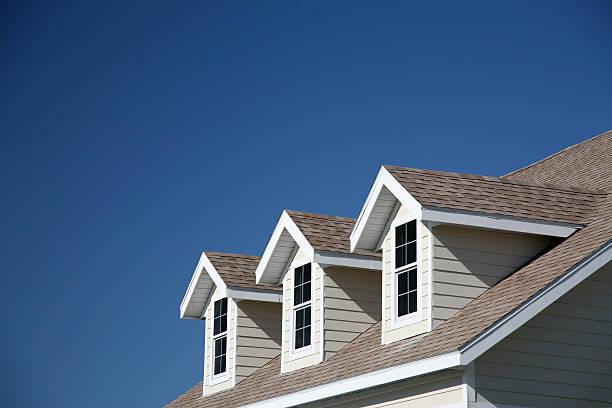 dormer windows - dak stockfoto's en -beelden