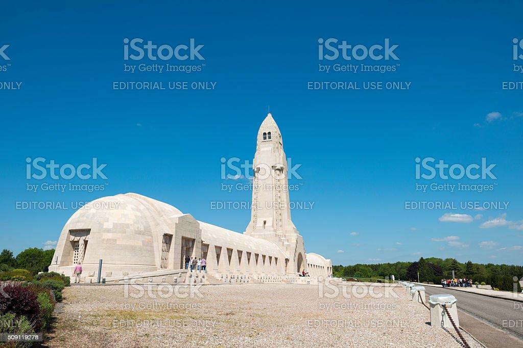 Douaumont Ossuarium w pobliżu Verdun, Francja – zdjęcie