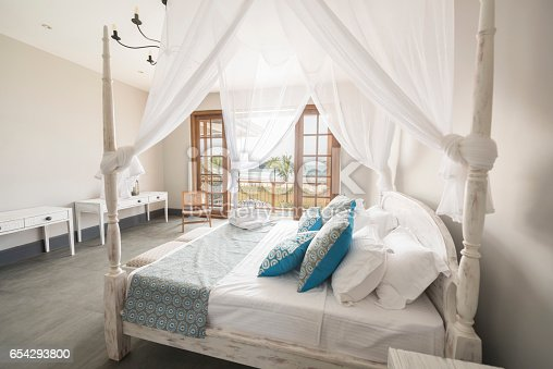 Hotel rom with double bed, pillows and cushions, Sri Lanka
