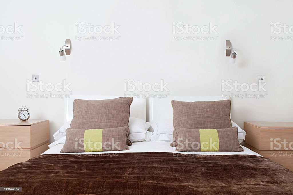 Double bed in bedroom 免版稅 stock photo