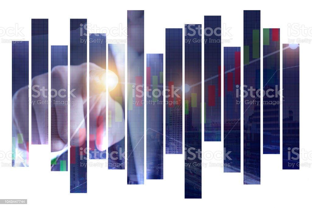 Bir dokunmatik sanal ekran arayüzü soyut şehir görünümünde Backgorund, takım çalışması ve finans kavramı üzerinde gösteren çift explosure iş adamı ele stok fotoğrafı
