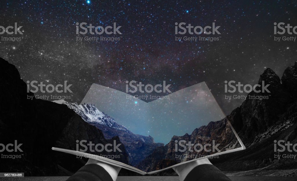 Double exposure, hand opening book and night landscape of mountain and stars on the sky - Foto stock royalty-free di Adulto