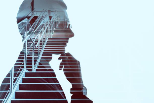 dubbele blootstelling van een zakenman en een trap. succes van bedrijfsconcept. - dubbelopname businessman stockfoto's en -beelden