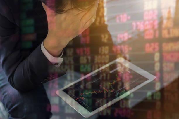 Doppelbelichtung von Geschäftsleuten mit dem Aktienmarkt gestresst sind. – Foto