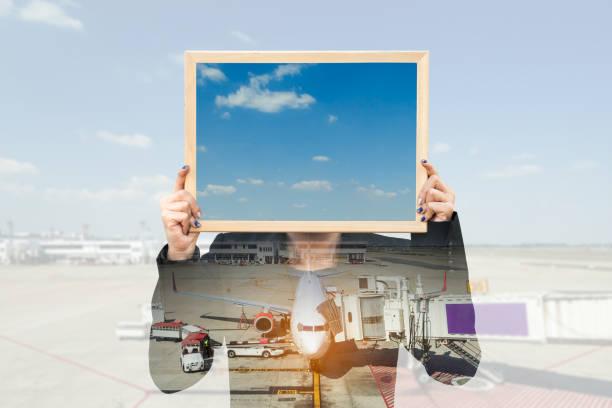 double exposure of businesswoman holding board with aeroplane - sprüche über reisen stock-fotos und bilder